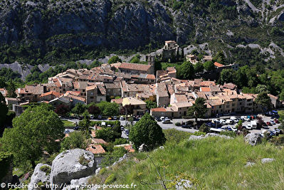 GREOLIERES Village